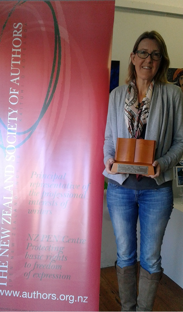Sian Williams with Northland Flash Fiction trophy (1)